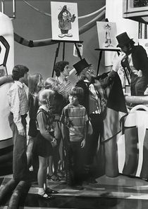 Toulouse Lautrec (played by Billy Barty; right) introduces Horatio J. HooDoo (played by Charles Nelson Reilly) and the Brady Kids.